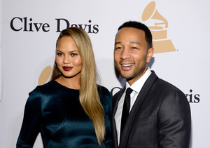 Extra Scoop: Chrissy Teigen Gives Twitter a Lesson on IVF, Jokes That She…