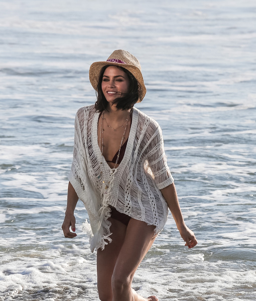 Jenna Dewan Flaunts Rockin' Beach Body at Malibu Photo Shoot