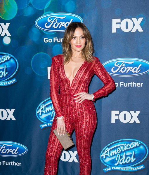 Jennifer Lopez on Her Gone-Viral Makeup-Free Workout Selfie: 'I Have to Stay in Shape'