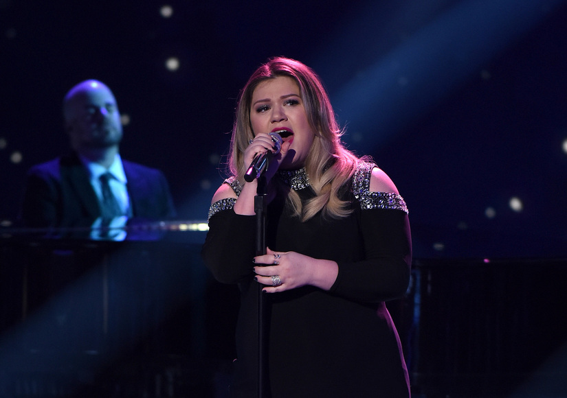 Kelly Clarkson Breaks Down on 'American Idol' — What Sparked Her Emotional Night?