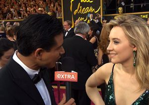 Saoirse Ronan Fangirls over Mario Lopez on Oscars Red Carpet — Watch the Cute…