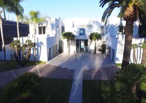 Mansions & Millionaires: Jackie Collins' Beverly Hills Home
