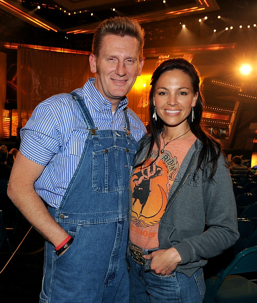 Extra Scoop: Friend Reveals Details from Joey Feek's Funeral