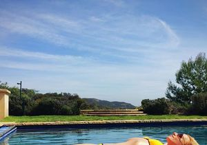 Britney Spears & Kourtney Kardashian Show Bikini Bods in New Skinstagram…