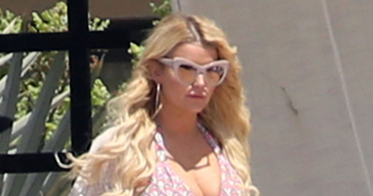 3993fed7d7a2 Jessica Simpson Flaunts Her Curves in Classic Daisy Dukes in Cabo San Lucas