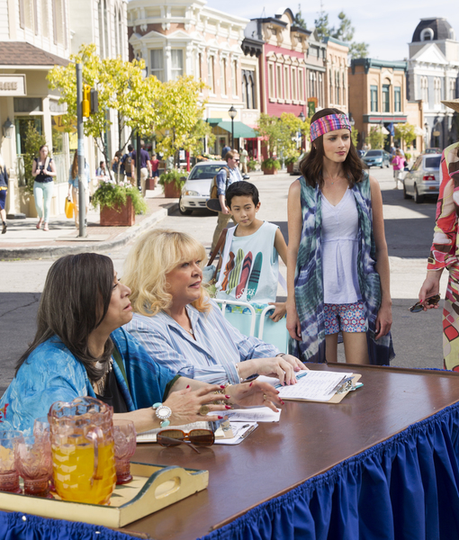 First Look at 'Gilmore Girls' Netflix Revival and Cast Reactions to Melissa…