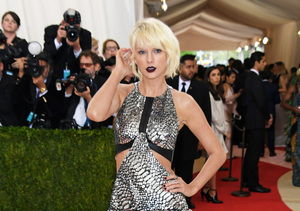 Taylor Swift Stuns in Silver Space-Age Mini at 2016 Met Gala