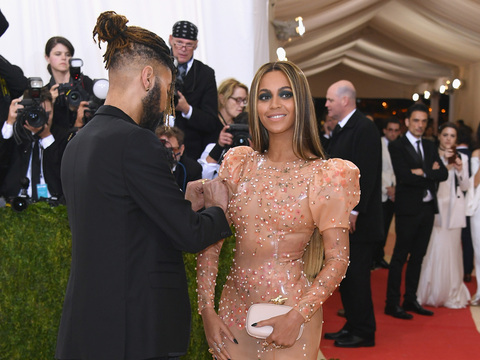 Stylist Ty Hunter Dishes On Beyoncé S Met Gala Givenchy Dress Extratv