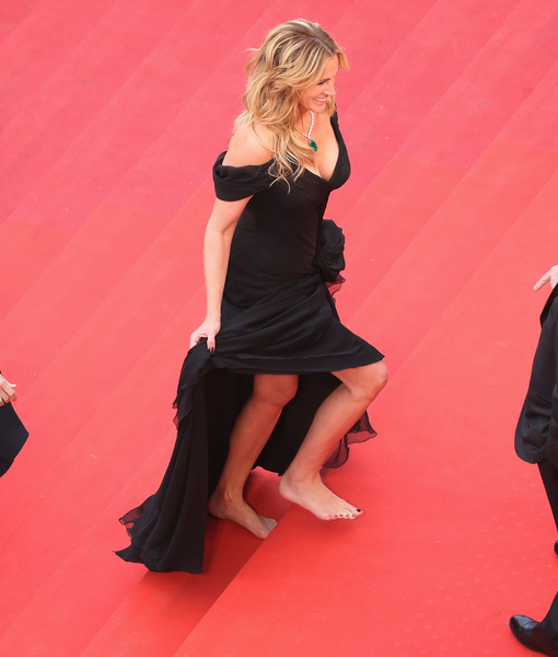 No Shoes, No Problem! Julia Roberts Goes Barefoot on Cannes Red Carpet
