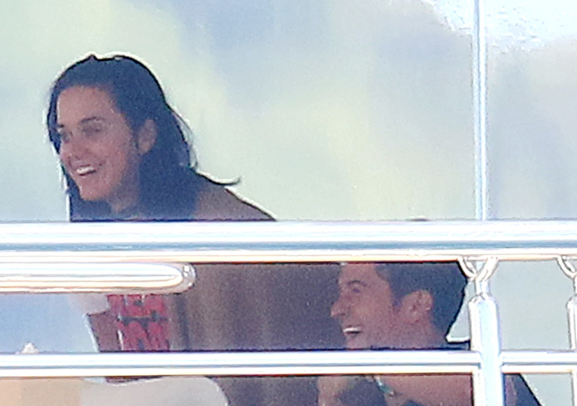 Katy Perry & Orlando Bloom Cuddle Up in the French Riviera, Shut Down Split…