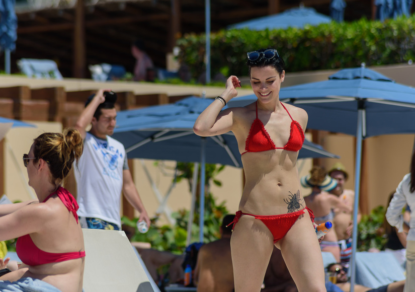 Jaimie alexander shows off hot bikini bod after broken for Extreme pool show