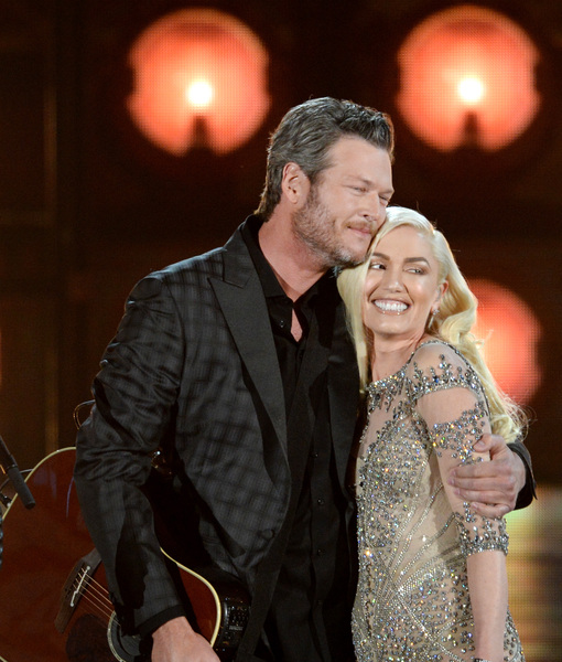 Blake Shelton & Gwen Stefani's Onstage and Offstage PDA at the Billboard Music Awards