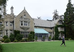 Hugh Hefner Sells Playboy Mansion