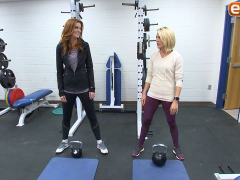 Carrie Underwood Shows Us Her Kettlebell Workouts