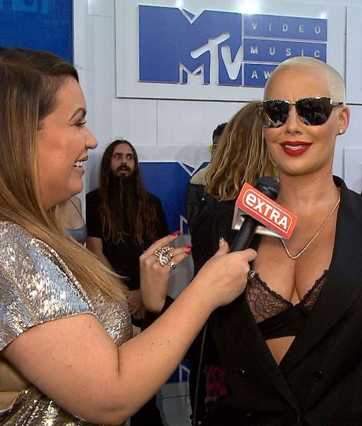 MTV VMAs: Amber Rose Jokes About Beyoncé Upstaging Her on the Carpet, Dodges…