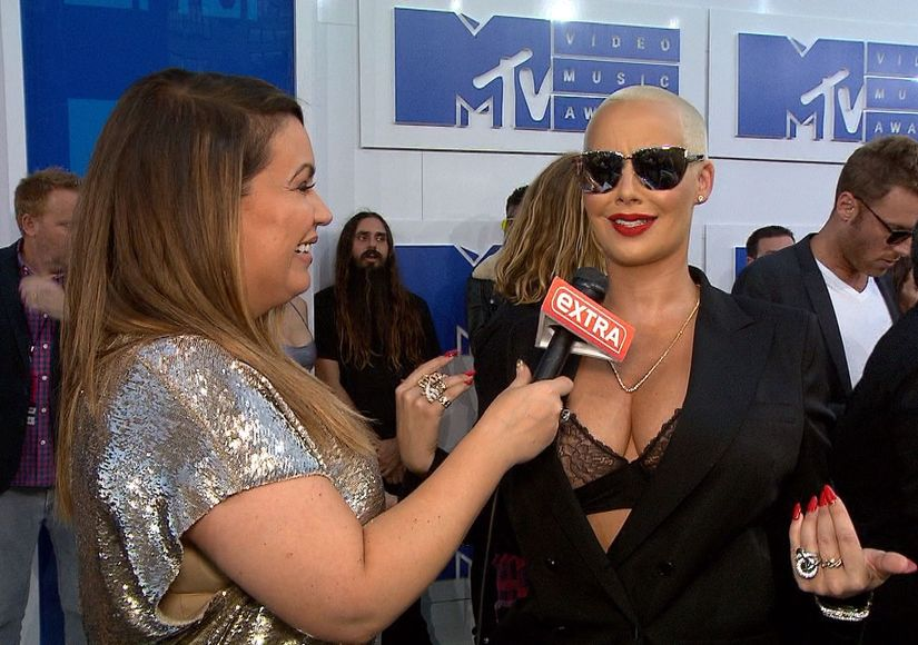 MTV VMAs: Amber Rose Jokes About Beyoncé Upstaging Her on the Carpet, Dodges…
