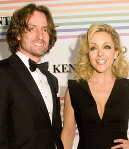 Jane Krakowski is engaged
