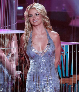 Britney Spears Donates Dress to Haiti Relief