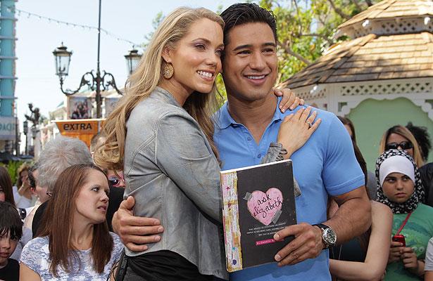Mario lopez and elizabeth berkley dating