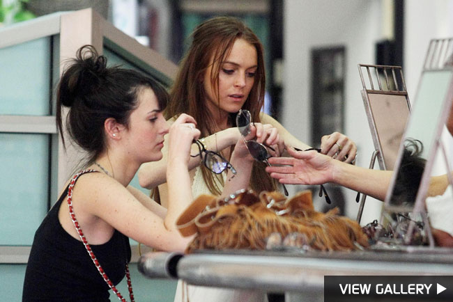 lindsay lohan and ali lohan shop for sunglasses