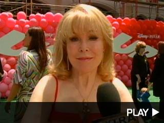 Elizabeth Montgomery sends her wishes to Farrah.