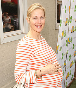 kelly rutherford gives birth