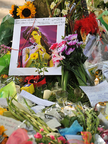 amy-winehouse-flowers.jpg