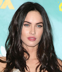 Megan Fox is comfortable kissing girls onscreen