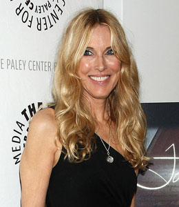 Alana Stewart tells 'Extra' she's been communicating with close friend Farrah Fawcett