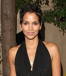 halle berry not pregnant