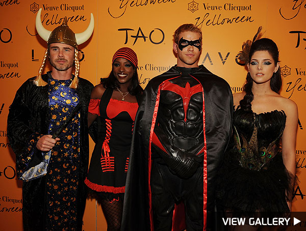 true blood twilight las vegas halloween  sc 1 st  Extra & Vampires Unite for Halloween in Sin City | ExtraTV.com