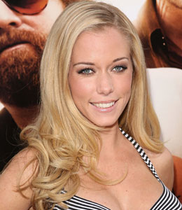 Kendra Wilkinson welcomes baby boy