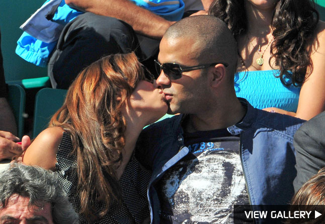 Eva Longoria and Tony Parker kissing at the French Open