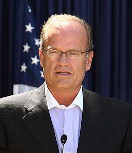 kelsey grammer asks parole board to deny sister's killer