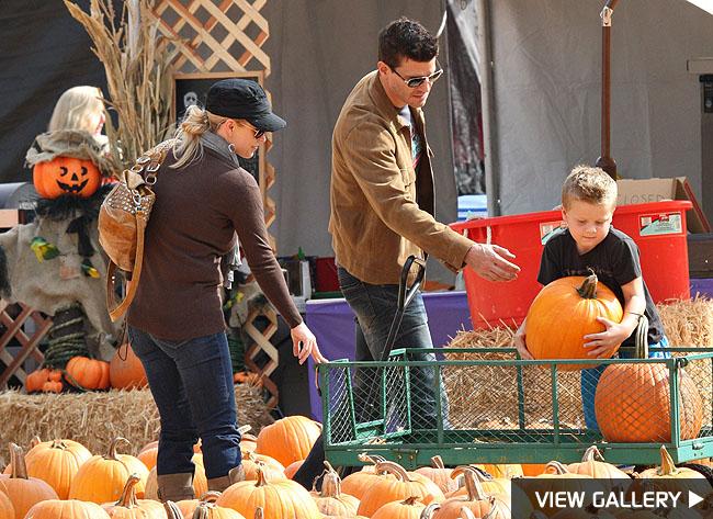 david boreanaz pumpkin patch halloween