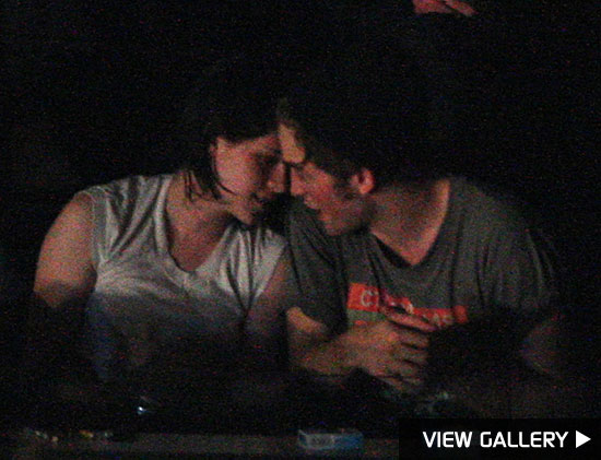 robert pattinson and kristen stewart get cozy at concert