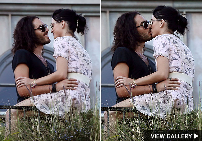 katy perry kiss russell brand