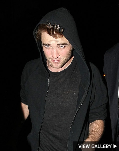 robert pattinson lands in new york city