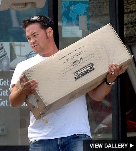 jon gosselin picks up packages