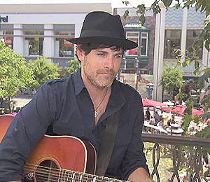 Video! Jaron Lowenstein Sings 'Beautiful Lies' at The Grove