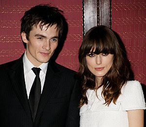 Extra Scoop: Keira Knightley Splits with Rupert Friend