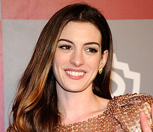 Anne Hathaway to Play Catwoman in New 'Dark Knight'