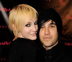 Extra Scoop: Another Man Involved in Ashlee and Pete Wentz Split... Her Dad
