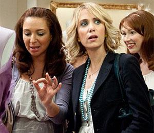Extra Scoop: 'Bridesmaids' Beats Box Office Expectations
