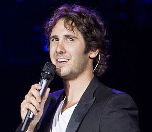 Josh Groban Proposes to an 'Extra' Friend at The Grove