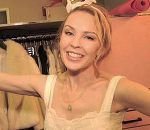 'Extra' Raw! Backstage with Kylie Minogue at the Hollywood Bowl