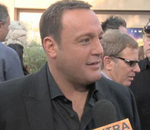 'Extra' Raw! Growling at the 'Zookeeper' Premiere