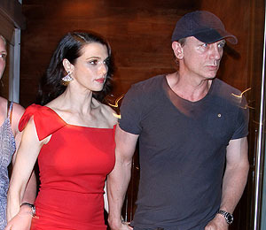 Extra Scoop: Daniel Craig and Rachel Weisz's Newlywed Date Night