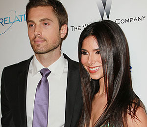 Extra Scoop: Roselyn Sanchez is Pregnant
