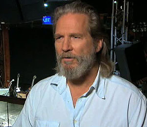 'Extra' Raw! A Special Performance by Jeff Bridges